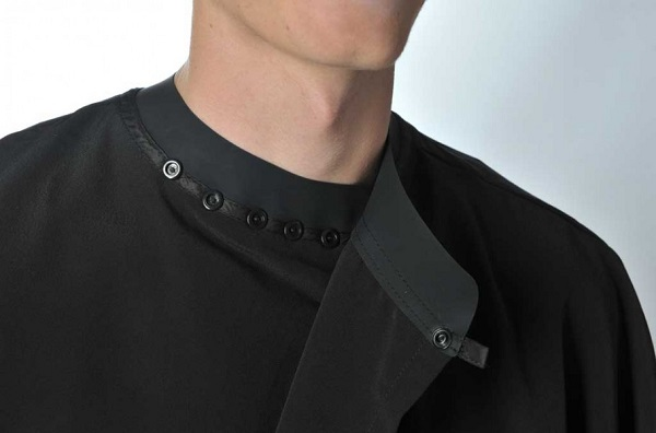 DHBS Cape with arms and rubber closure with studs